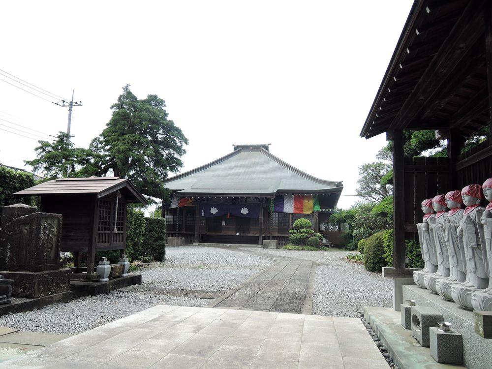 越谷市大吉・徳蔵寺の庚申塔や石仏など境内の風景