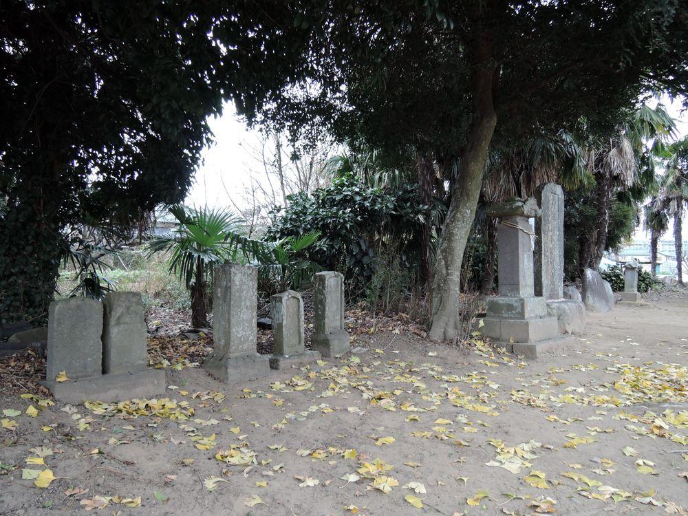 三野宮香取神社の力石や石仏